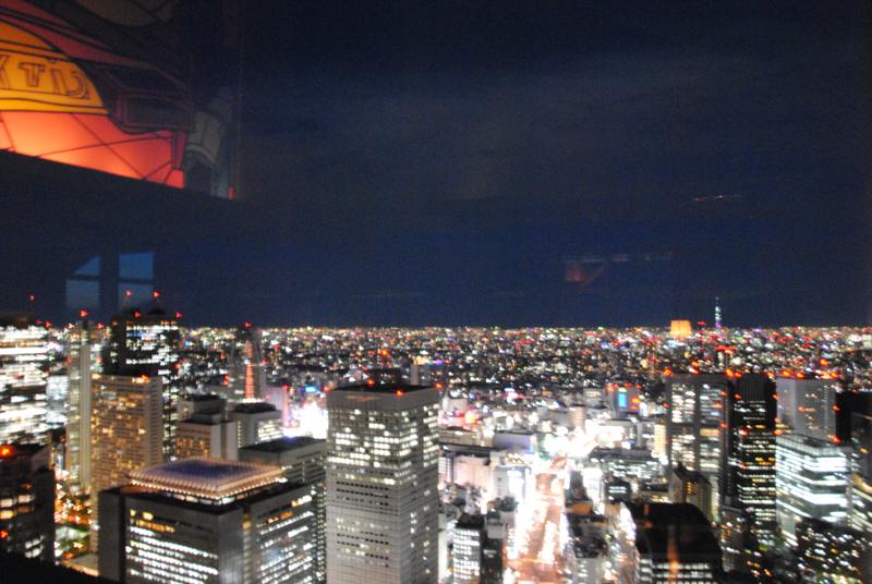 sunset-view-from-new-york-bar-park-hyatt-shinjuku-tokyo