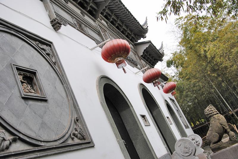 shanghai-temple-front-door
