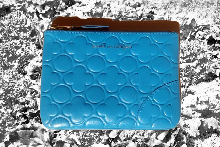 porte-monnaie-pochette-bleu-comme-des-garcons