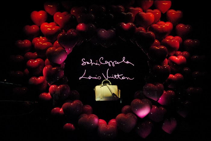 sofia-coppola-louis-vuitton-le-bon-marche-window-heart