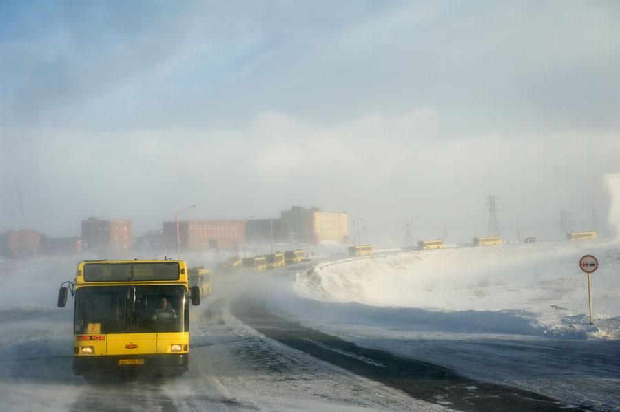 Norilsk-bus-landscape-snow