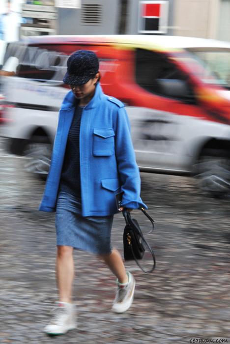 blue-jacket-street-style-paris-fashion-week
