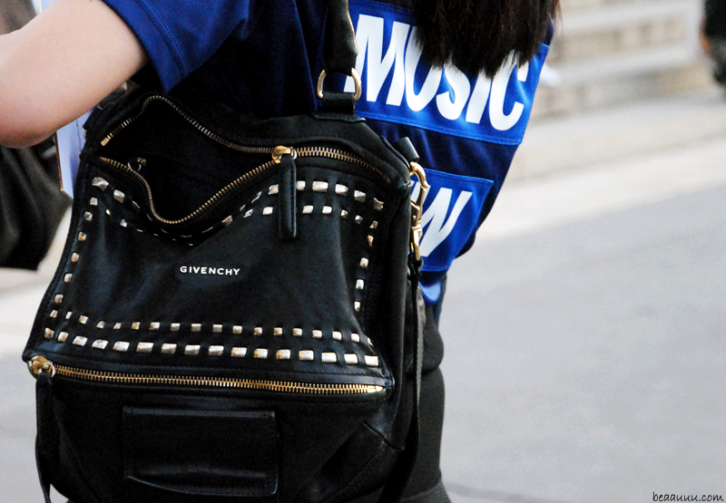 music-t-shirt-and-it-bag-givenchy-pandora-black-noir