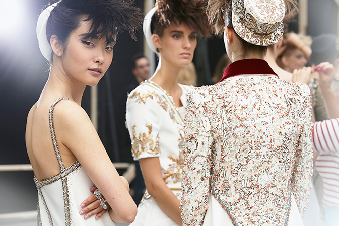 chanel-haute-couture-hiver-fall-winter-2014-15-backstage-05