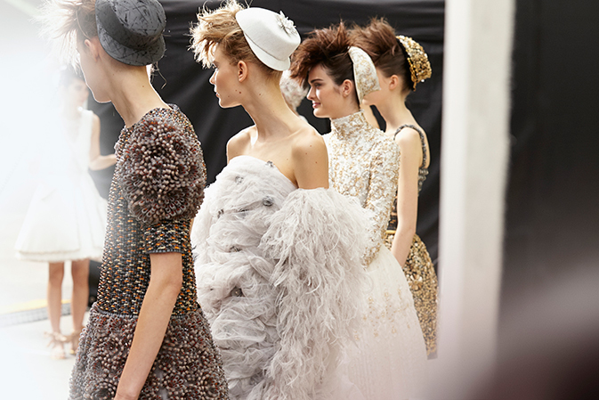 chanel-haute-couture-hiver-fall-winter-2014-15-backstage-07