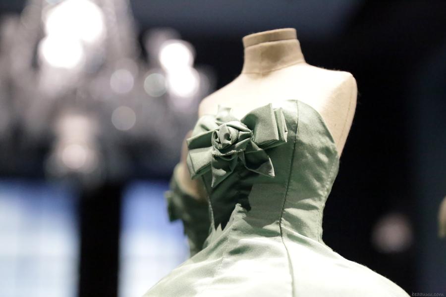 biennale-des-antiquaires-2014-dior-haute-couture-robe-02