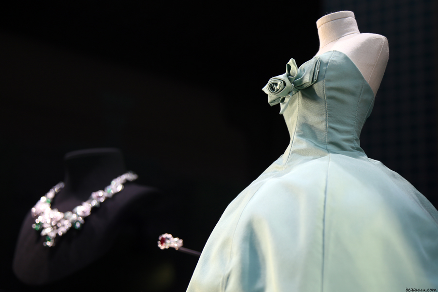 biennale-des-antiquaires-2014-dior-jewel-and-haute-couture-dress