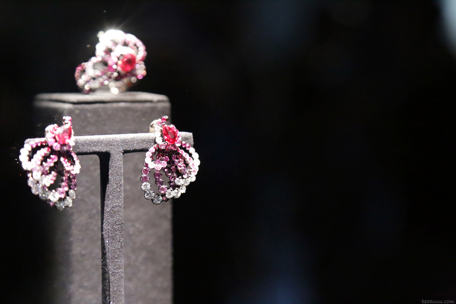 biennale-des-antiquaires-2014-dior-pink-earrings