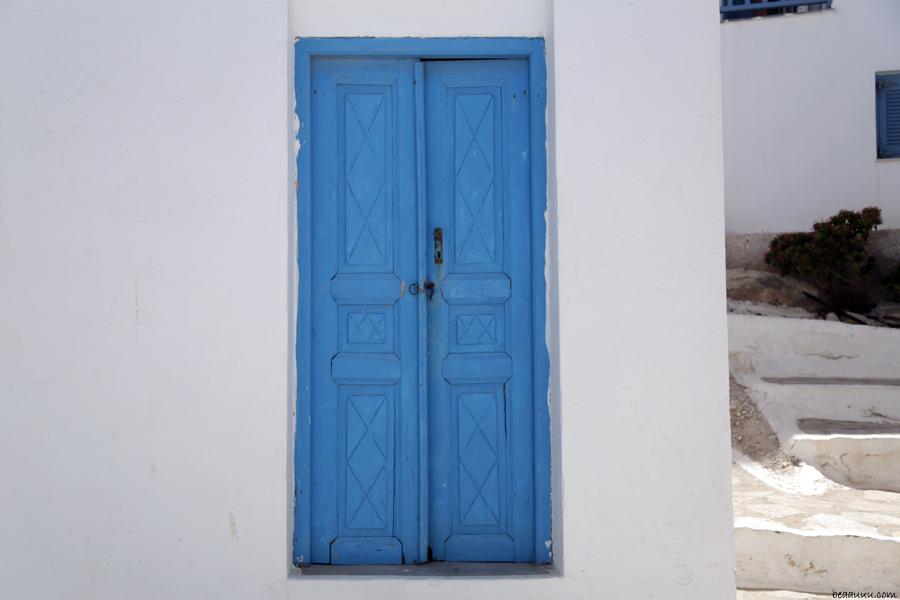blue-door-paros-naoussa-porte-bleu-grece