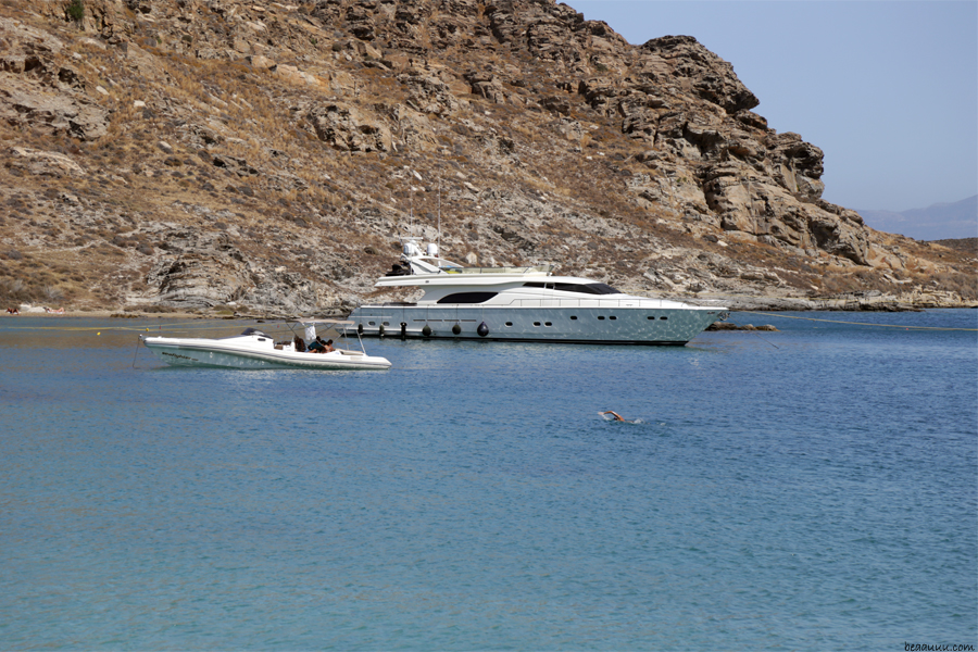 paros-naoussa-monastiri-beach-grece