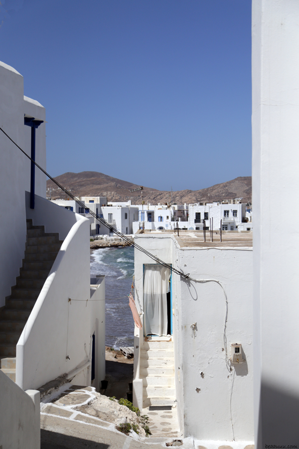 view-from-the-village-naoussa-paros-grece