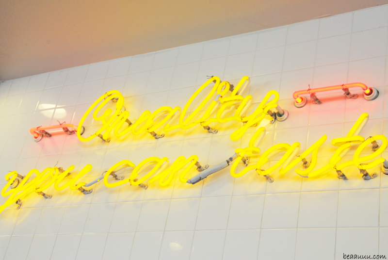in-and-out-neon-logo