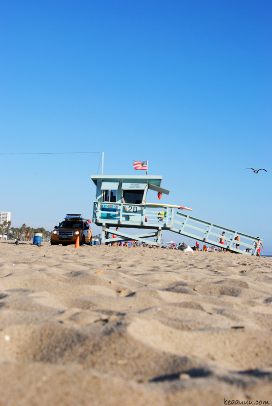 santa-monica-beach-life-guard-tower