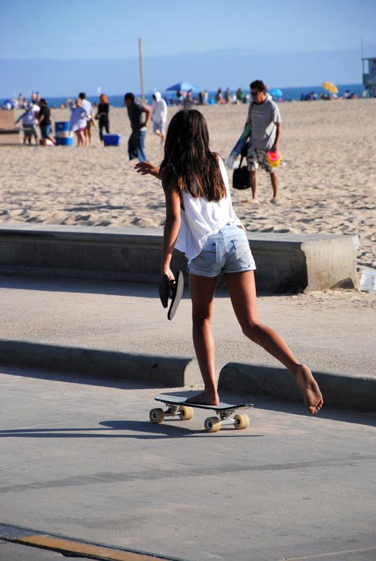 santa-monica-skater-girl