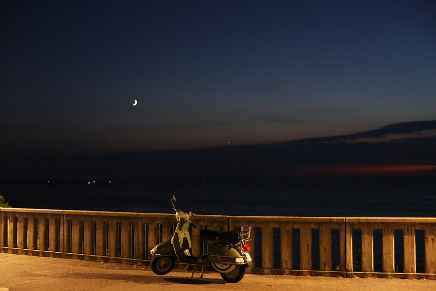 vespa-at-night