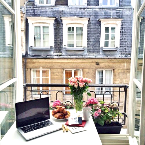 desk-office-from-home-paris