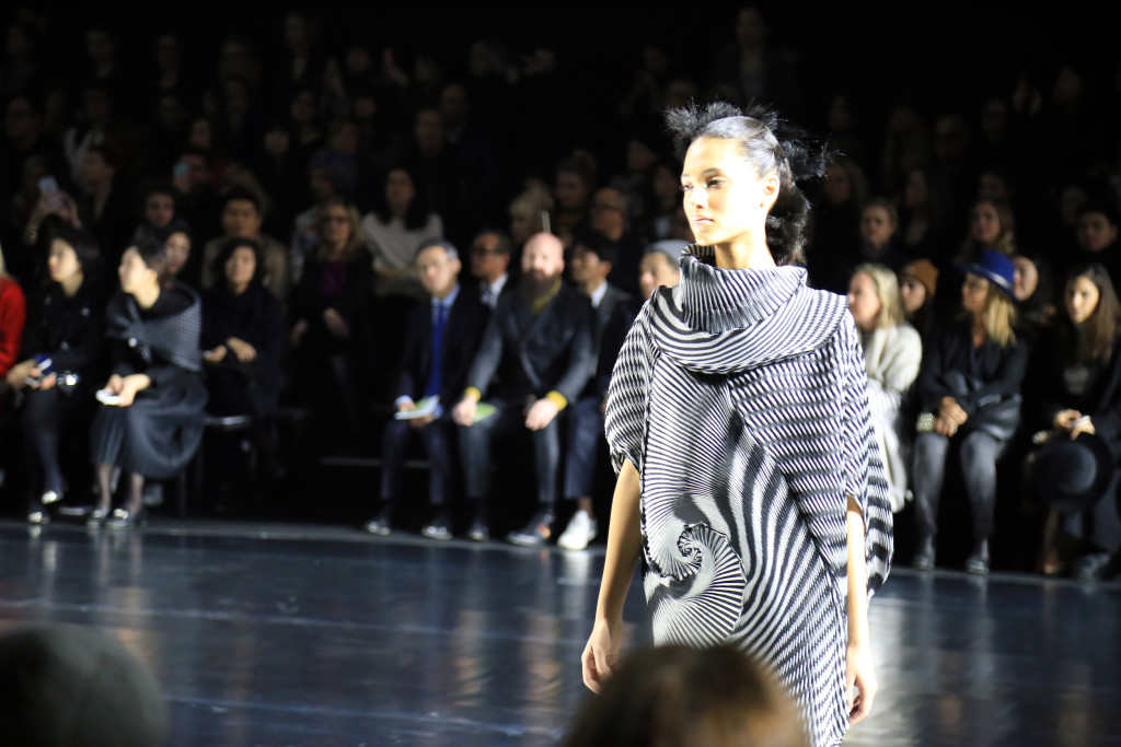 Issey Miyake Automne-Hiver 2016 collection femme