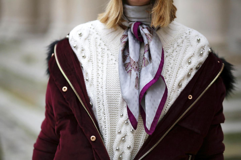 foulard-chanel-vintage-monogram-et-pull-blanc-torsade