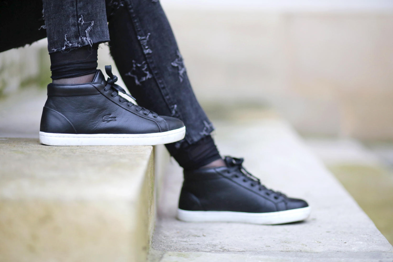 basket-montante-noire-lacoste