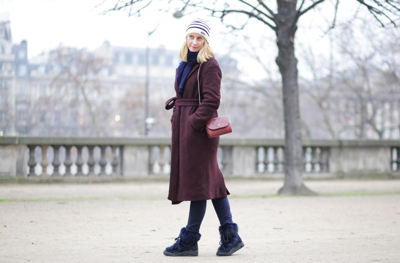 winter-outfit-burgundy-coat-marks-spencer-and-serafiny-moonboots