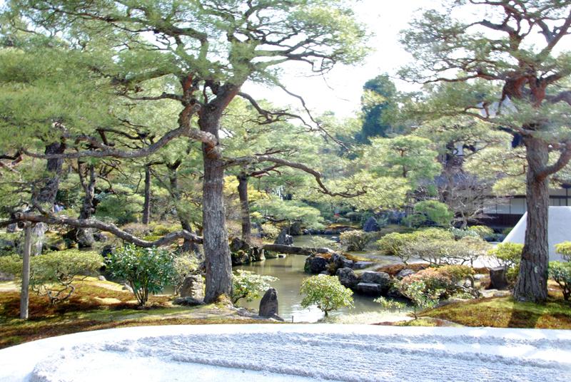 kyoto-garden-around-ginkaku-ji-temple