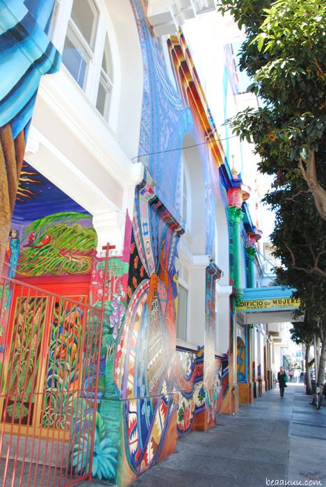 graffiti-mission-district-women-house-san-francisco-california-usa-04