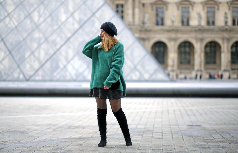 pull oversize vert-jupe Vanessa Bruno-collant résille strass