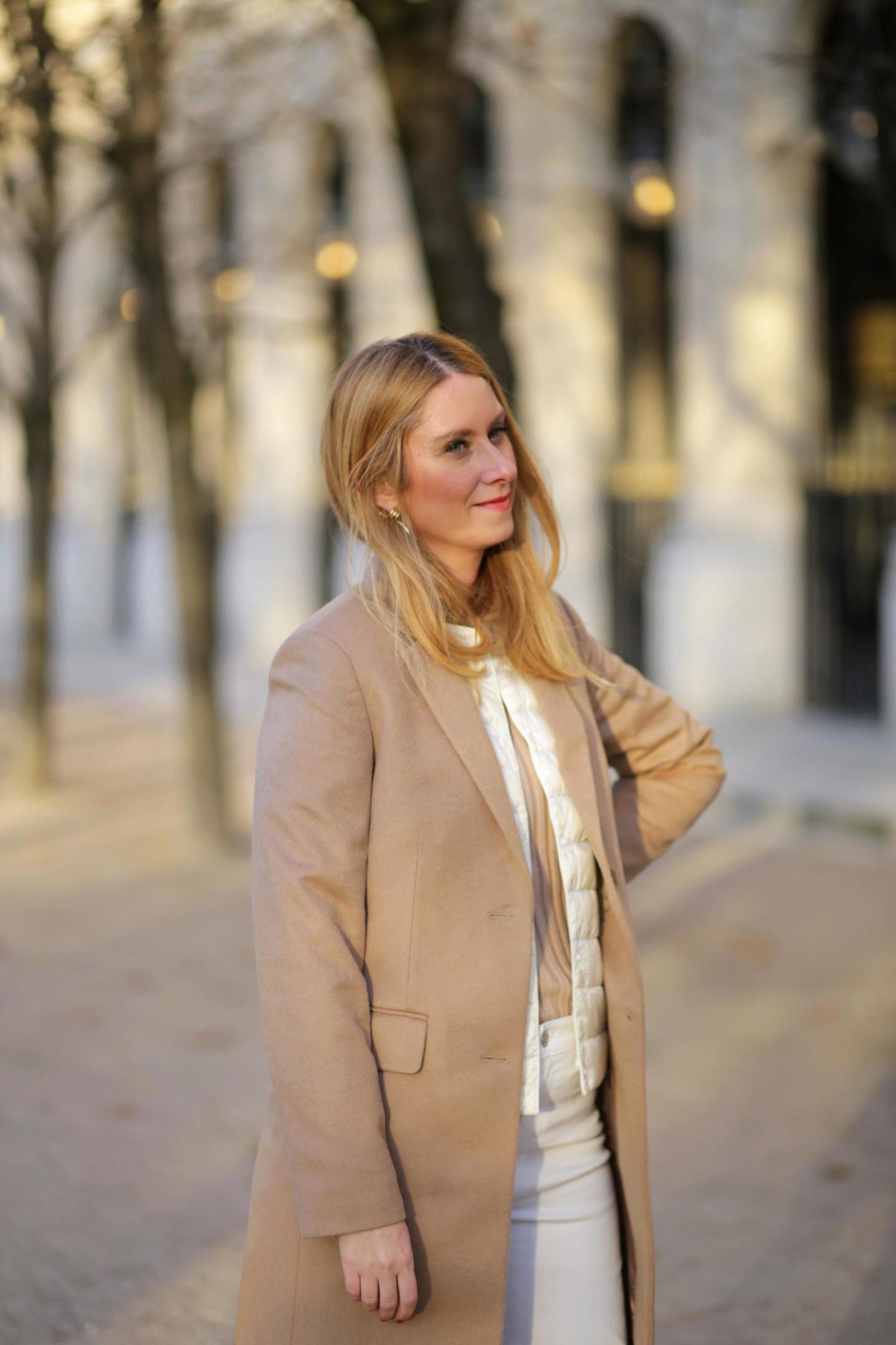 manteau beige et doudoune sans manche Uniqlo